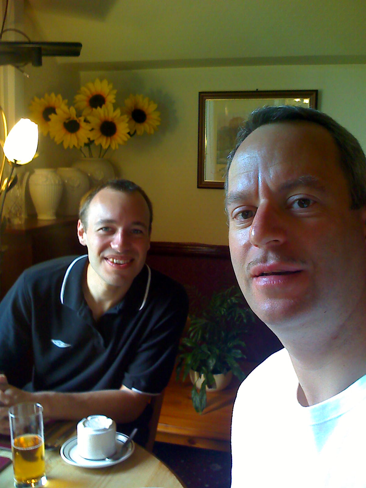 Breakfast time in Carlisle /images/flyuk-2009/moto_0197.jpg